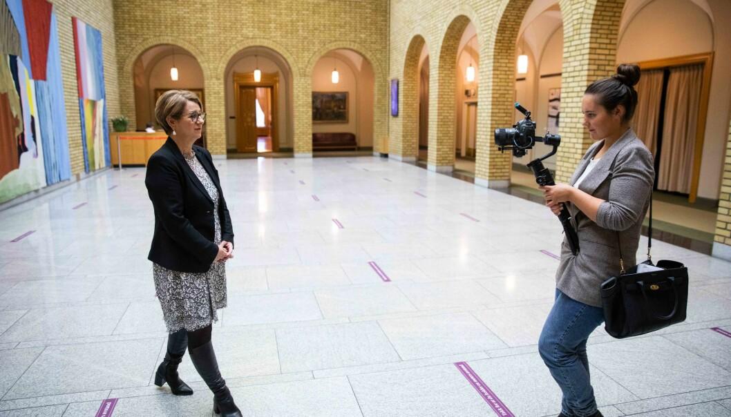 Stortingspresident Tone Wilhelmsen Trøen blir intervjuet av kommunikasjonsrådgiver Ida Helene Andersen til @stortinget_ung.