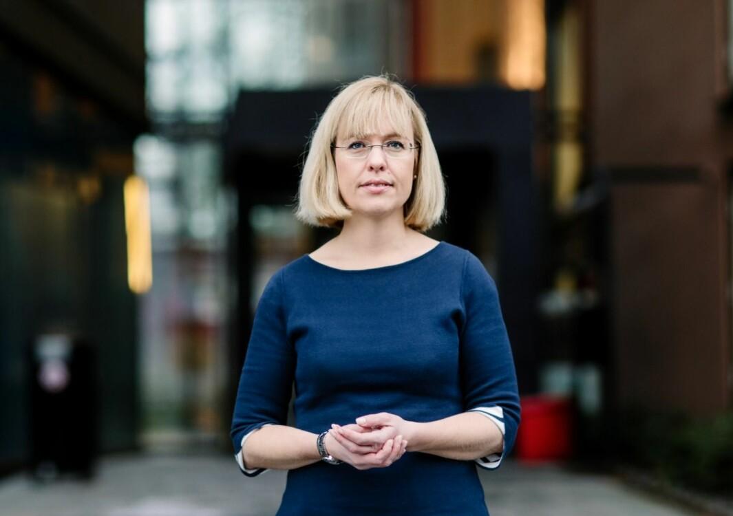 Direktør i Språkrådet, Åse Wetås, reagerer på Steen & Strøms bruk av engelsk i en annonse på forsiden av Aftenposten.