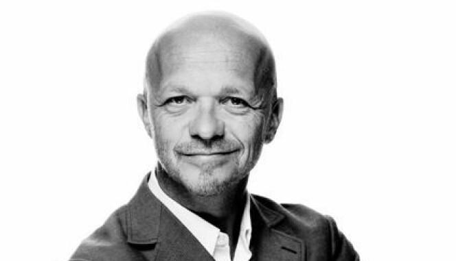 Geir O Harnes, partner i Geelmuyden Kiese, mener media burde stilt Haukland flere kritiske spørsmål.