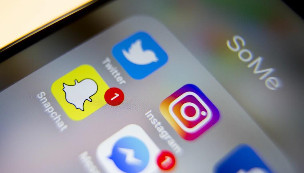 Sosiale medier som Messenger, Twitter, Instagram, Facebook og Snapchat.