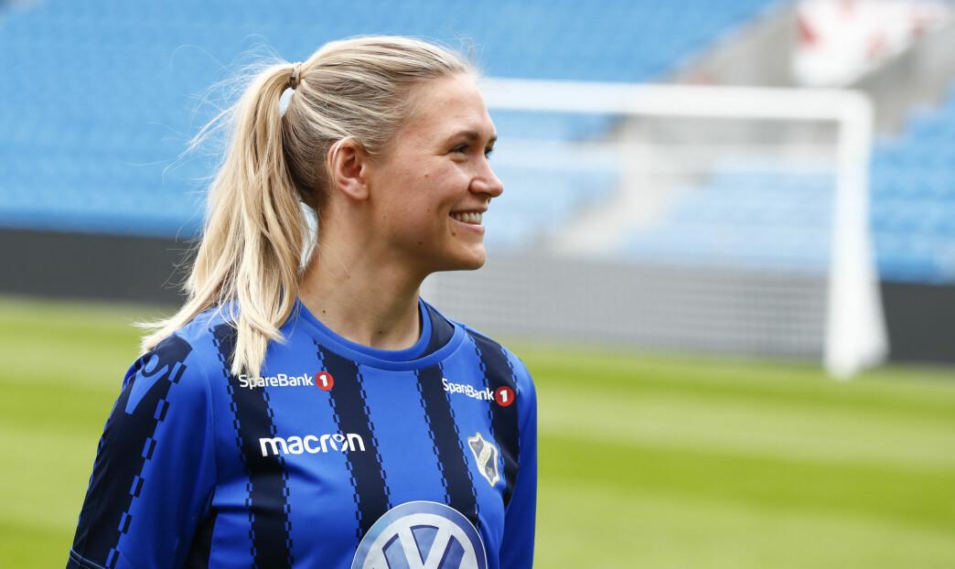 Ingvild Isaksen har spilt toppfotball i 14 år, både for ulike klubber og på landslaget. Hun jobber fortsatt med fotball, men nå som innholdsprodusent. Dette bildet er fra Kick Off for Toppserien i 2017.