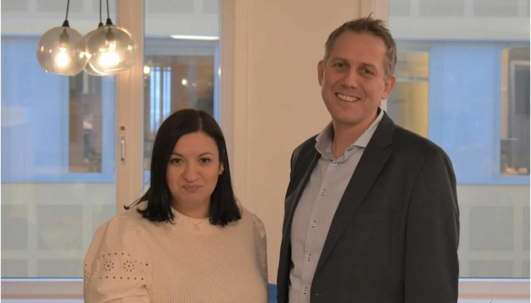 Fatima Elkadi (34) er ansatt som ny Communications Manager i JYSK Norge. Her sammen med nylig ansatt finanssjef Dag Harlem Stenersen.