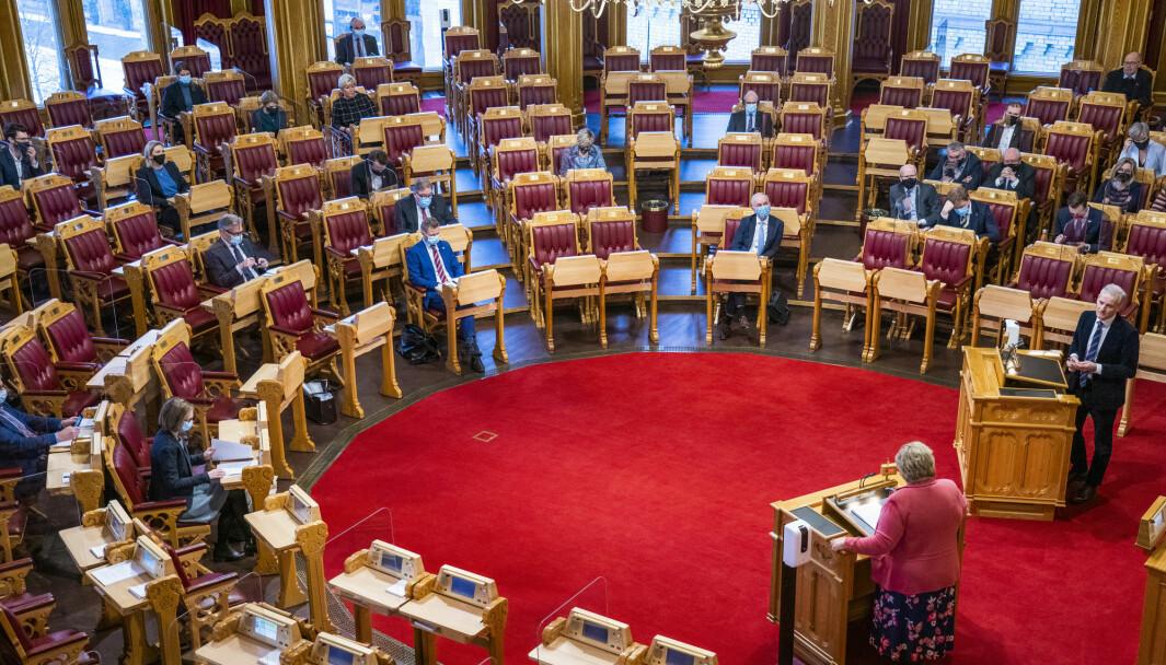 Ap-leder Jonas Gahr Støre og statsminister Erna Solberg under en debatt i Stortinget. Foto: Håkon Mosvold Larsen / NTB