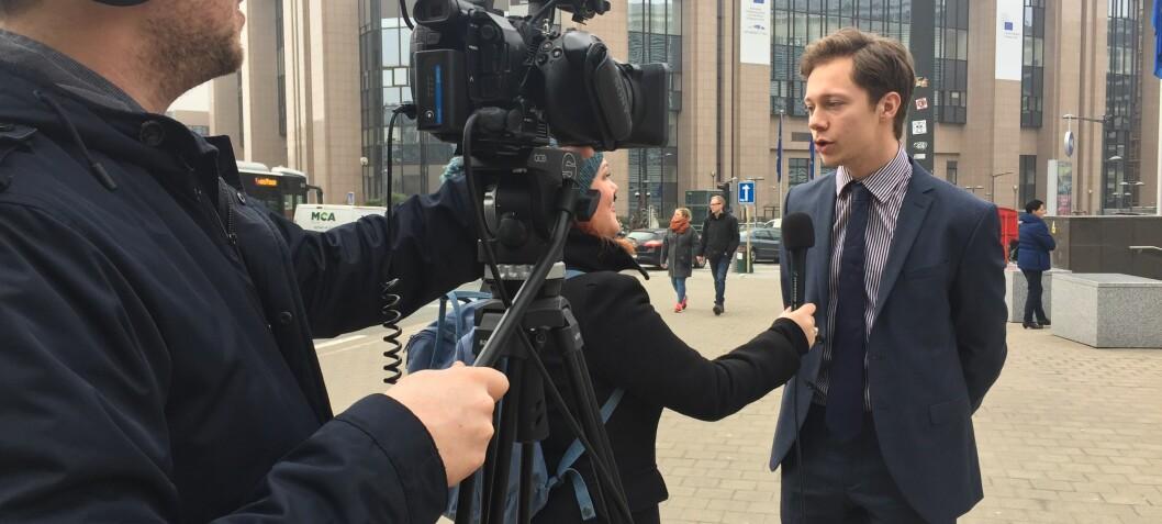 – Jeg kjempet i øyeblikket en kamp om centimetere med en hel bataljon av pressefolk og korrespondenter