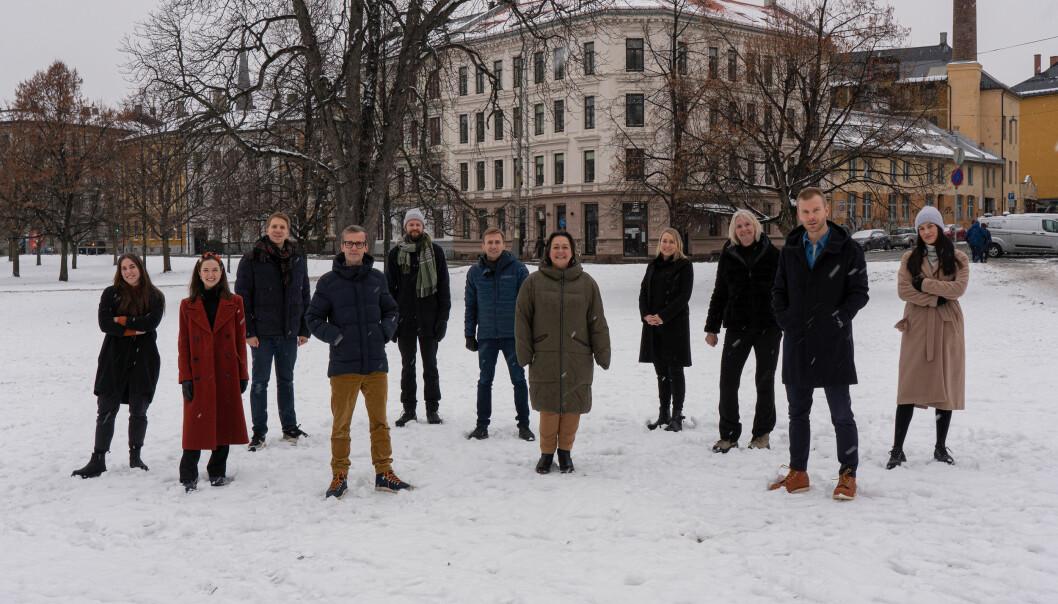 (f.v) May Linn Michaelsen (kreatør), Cathrine Stenfoss Nygaard (performance rådgiver), Sindre Veseth Foss (art director), Marius Jensen (strategisk rådgiver), Ulrik Solum Waagsether (tekstforfatter), Kjell Gabrielsen (leder digital transformasjon), Sonja Njølstad (prosjektleder), Lin Bull-Valen (seniorrådgiver, kommunikasjon Bufdir), Anne Hafstad (Kommunikasjonsdirektør Bufdir), Alexander Mostue (strategisk rådgiver) og Silje Bruvik (innholdskreatør).