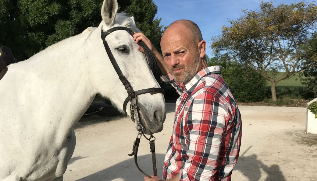 Coops kommunikasjonssjef er glad i hester og sier at det er det første han skal gjøre når situasjonen tilsier det.