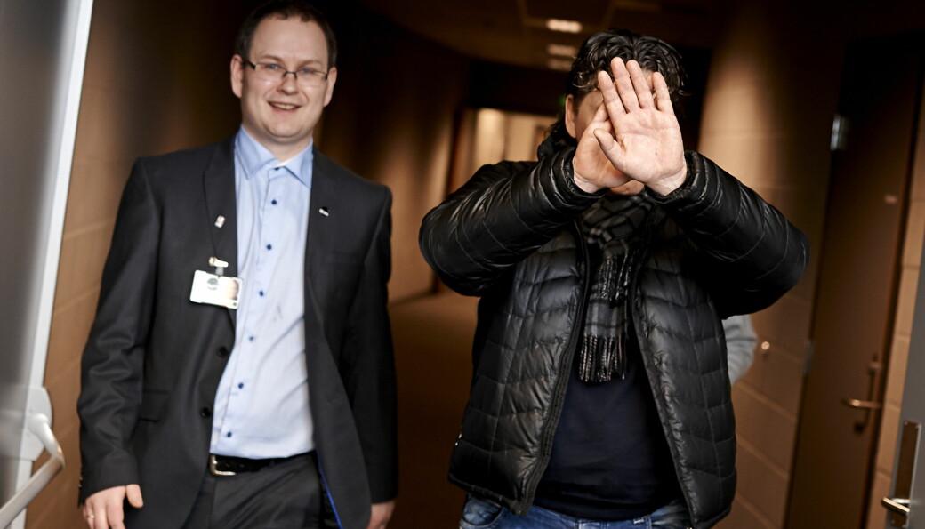 Presseansvarlig Kjetil Garvik og administrerende direktør i Stavanger Oilers Invest, Tore Christiansen, etter en ishockeyskamp i 2012.