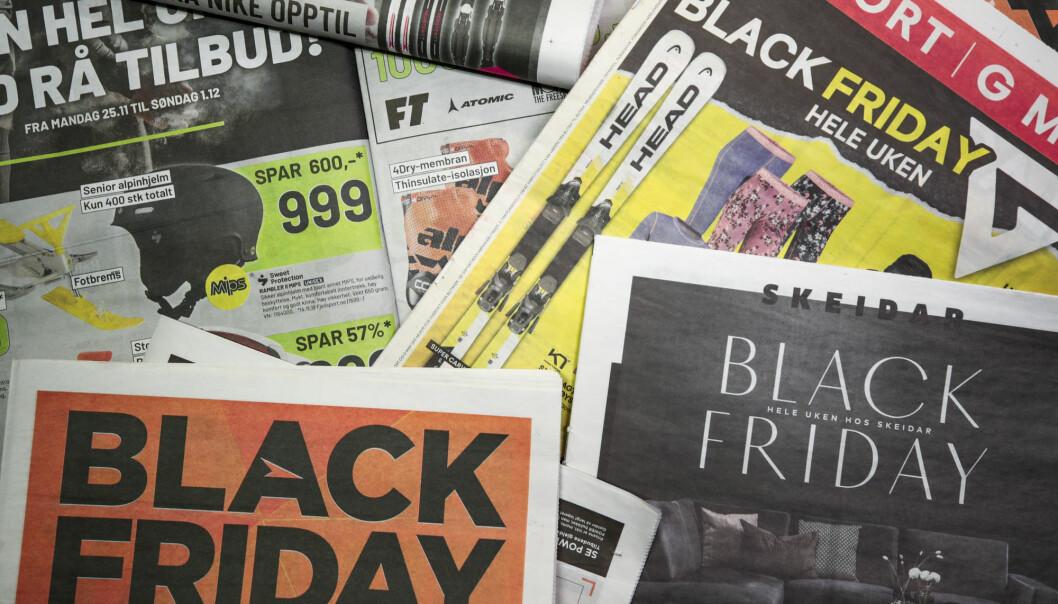 Bildet er et illustrasjonsbilde av annonser med Black Friday-tilbud. Foto: Lise Åserud / NTB