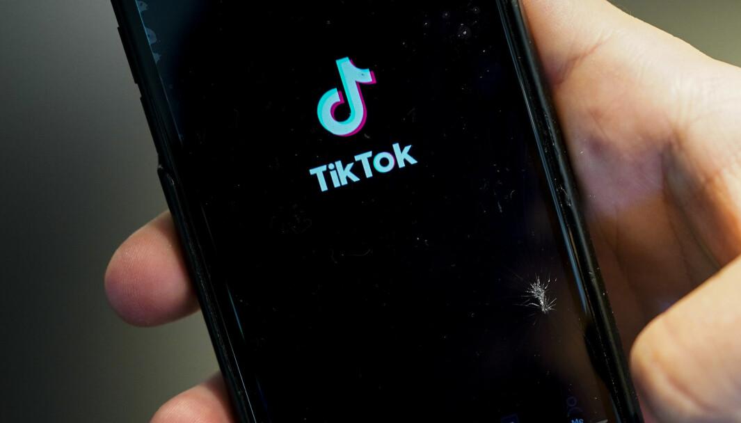 TikTok er et sosialt nettverk der brukerne kan dele korte videoer med sang-miming, humor, dansing, eller de kan vise frem sine talenter. Foto: Lise Åserud / NTB