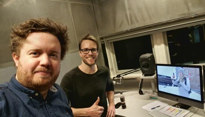 Kommunikasjonsdirektør Øivind Eskedal sammen med rådgiver Morten Torjussen(t.h). Bildet er tatt natt til lørdag.