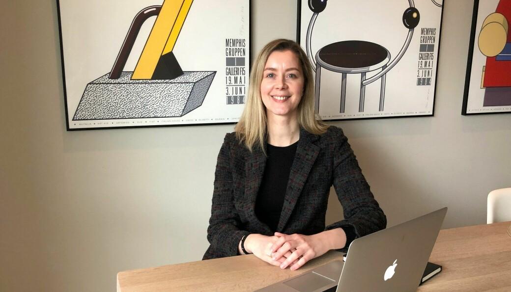 Ellen Katrine Kristensen har tatt med seg familien fra Oslo til Førde. Nå prøver hun å etablere seg med eget byrå i den lille byen.