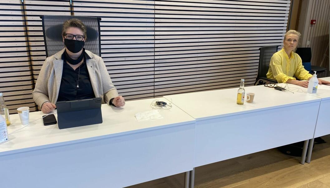 Ordfører Hanne Opdan og kommuneoverlege Kerstin Anine Johnsen Myhrvold i forbindelse med en pressekonferanse avholdt i Nordre Follo rådhus i Ski.