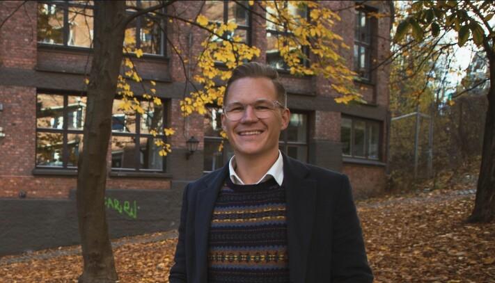 Gjennom skjermen prøver JCP PRAD-sjef Lars Eia Kirkholm så godt han kan å følge opp studentene som sitter på hjemmekontor