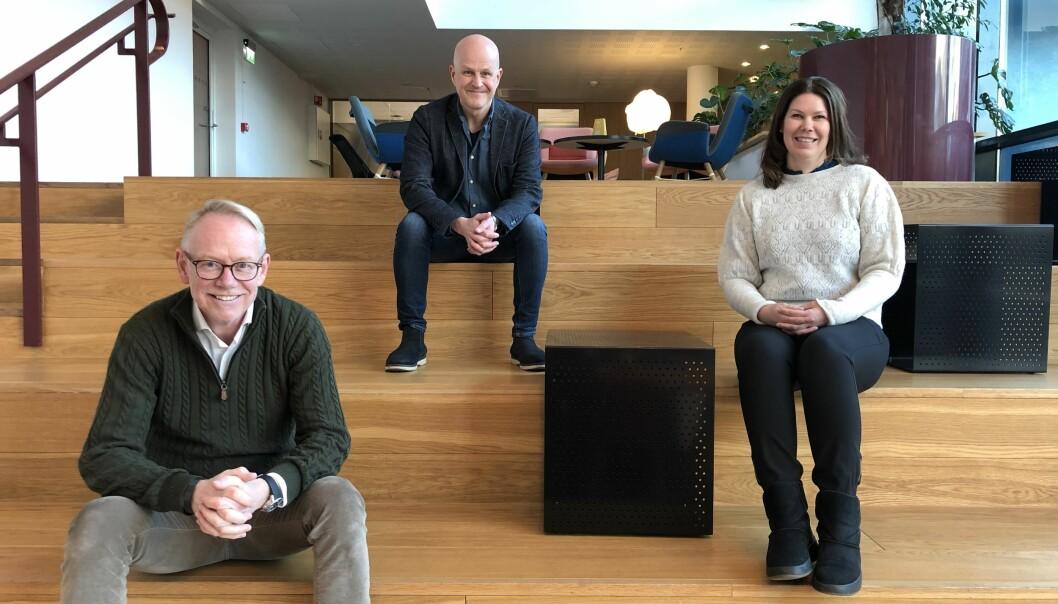 Tore Bakken, direktør for marked og eiendomsutvikling i Entra (t.v.), Bård Hammervold, kundeansvarlig og partner i TRY Råd og Tove Abrahamsen, marketingansvarlig i Entra (t.h.).