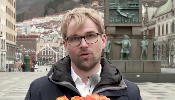 Byrådsleder roger valhammer i Bergen takker for prisen.