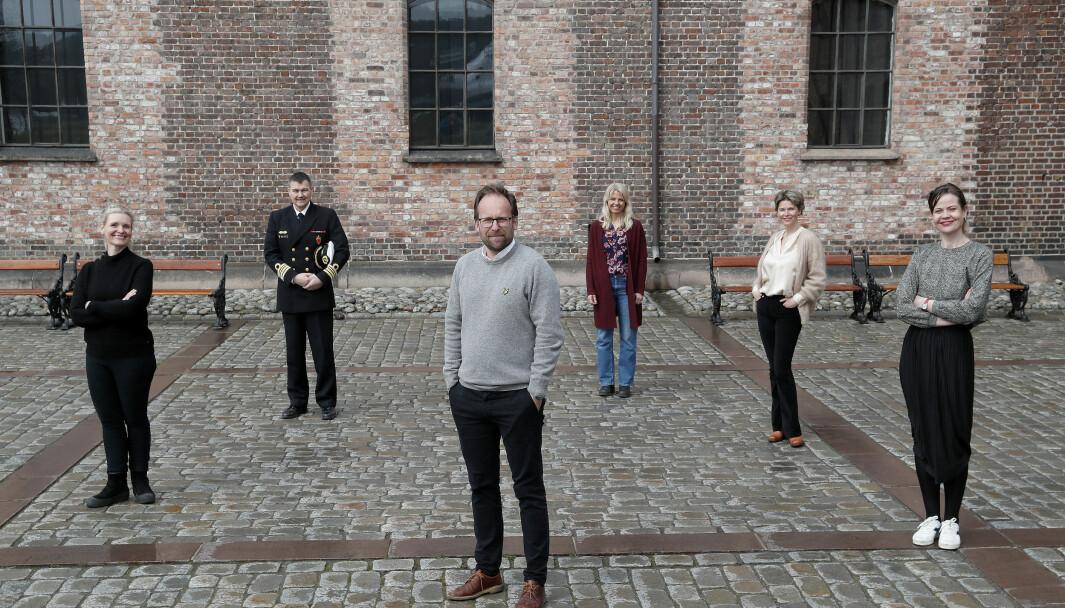 Bakerst f.v. Michael Bruteig (nestleder), bakerst midt Gry Bohne Hauge (Leder Markedsavdelingen), bakerst høyre Tina B. Lykke Christensen (Leder Produksjonsavdelingen), Foran f.v. Kristine Hellesland (Leder Digital Kommunikasjonsavdeling), foran midt Aslak Sletten (Sjef Forsvarets mediesenter), foran høyre Guro Stavn.