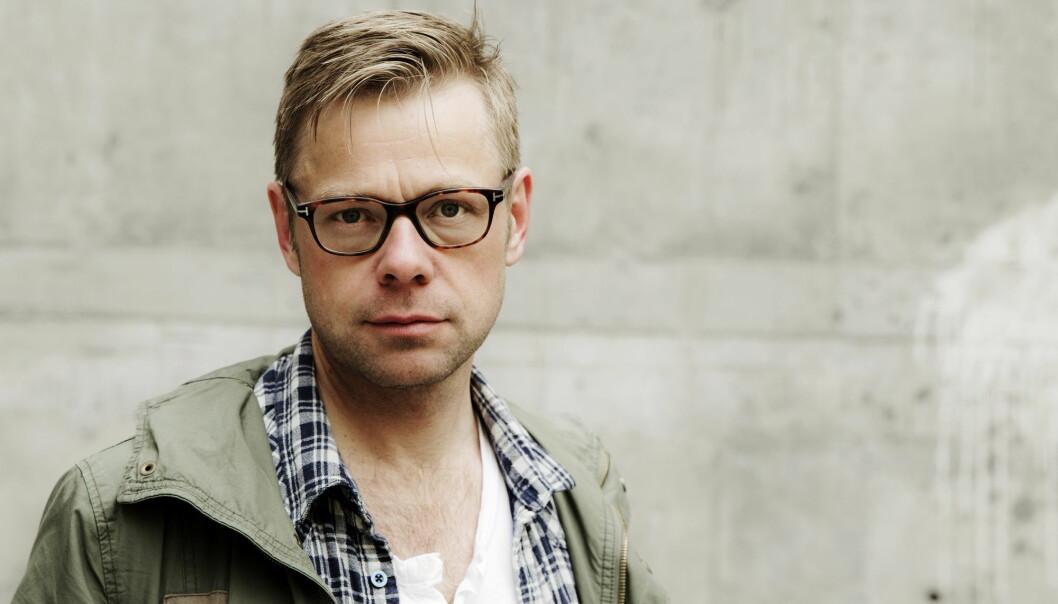 Bilde av forfatteren Henrik Langeland fra da han ga ut boken «Fyrsten» i 2013. Nå begynner han i ny jobb i PR-byrå. Foto: Erlend Aas / NTB