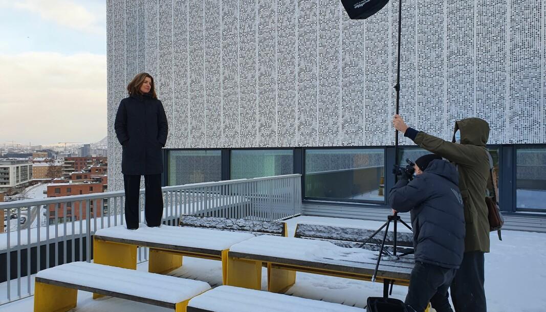 Her blir skattedirektør Nina Schanke Funnemark fotografert på jobb. Skatteetaten opplevde 20 prosents økning i pågangen fra media i 2020.