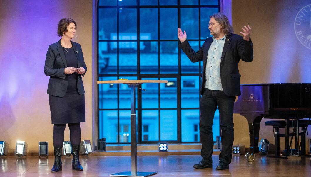 Her er to av forskerne som var involvert i 100-dagersserien på Twitter: Professorene Lise Øvreås og Edvard Hviding under UiBs konferanse for bærekraftig hav i november 2020