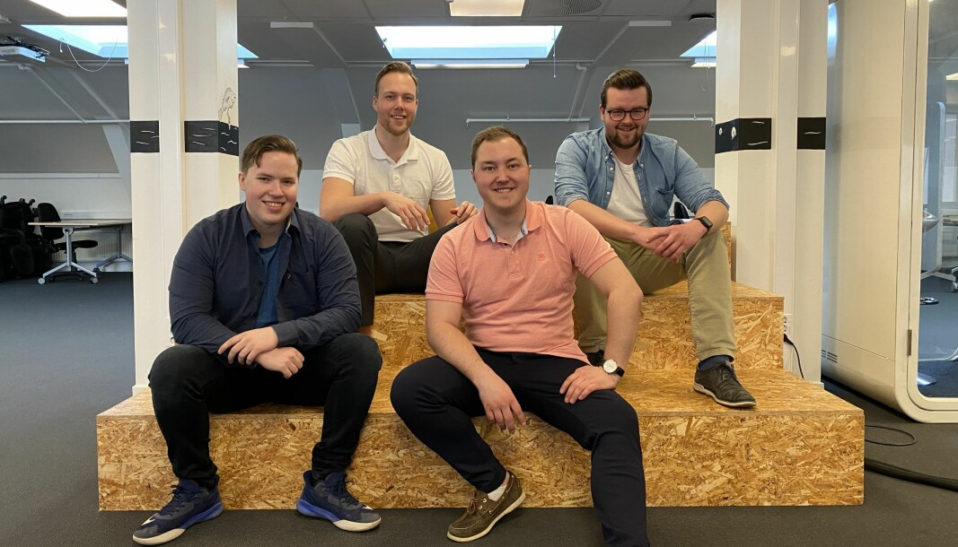 Thomas James Mcbride(23) jobber med AI-trening i selskapet Vainu, Petter A.H. Langdalen(24) jobber i et startup i Husleie.no, Marius Vestlien Hansen(24) jobber som digital markedsføringsansvarlig i Expleo Group Norway og Magnus Ruud Johannessen(25) jobber som markedsføringsansvarlig i Livshelse.