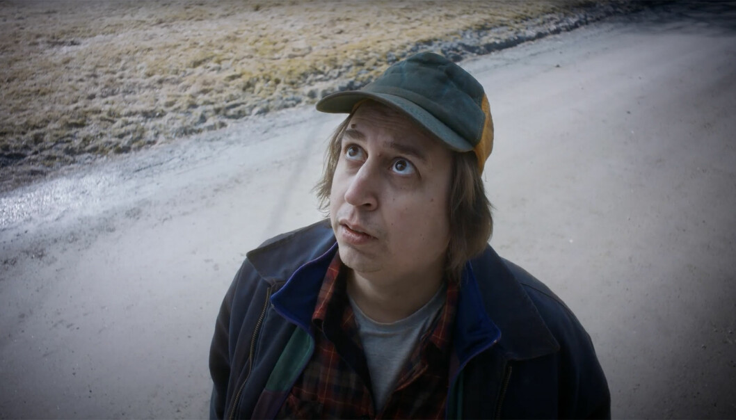 Denne mannen holder øyet med strømmnettet i den nye reklamen fra Elvia.