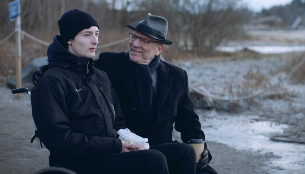 Skuespiller Sjur Vatne Brean aktuell fra Rådebank, og Ingar Helge Gimle spiller rollene som eleven som blir diskriminert av læreren i filmen om skituren.
