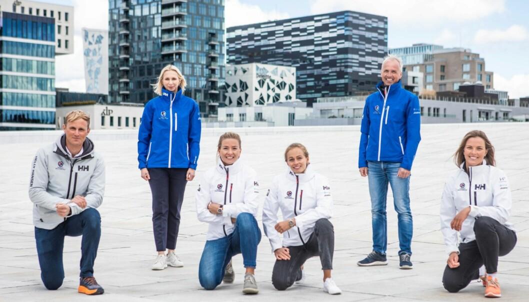 Fra venstre Hermann Tomasgaard, Guro Steine (President i NSF), Marie Rønningen og Helene Næss, Per Christian Bordahl (Generalsekretær i NSF), og Line Flem Høst