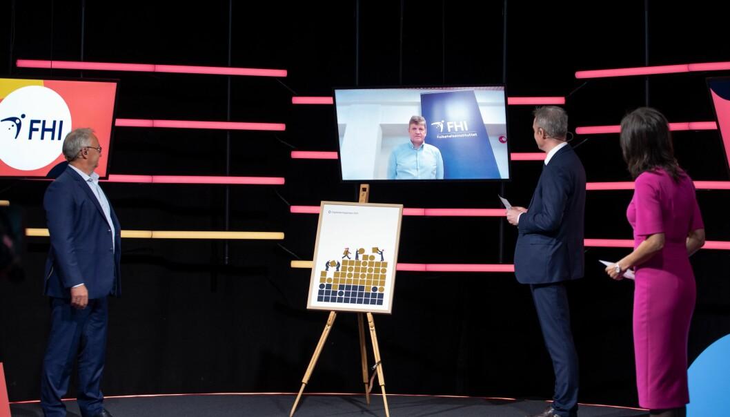 Fra prisoverrekkelsen på Digitaliseringskonferansen onsdag. F.v. juryleder Olav Skarsbø, IT-direktør Roger Schäffer fra Folkehelseinstituttet, direktør Steffen Sutorius fra Digitaliseringsdirektoratet og programleder Siri Lill Mannes.