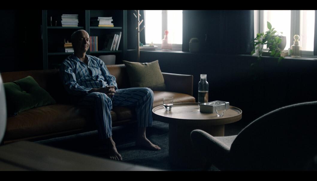 Her sitter XXL-sjefen i pysjen og forteller om sine verste mareritt.