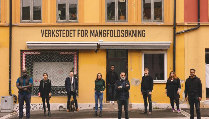 – Som samfunn må vi erkjenne at Norge er mangfoldig. Dette må i større grad prege kommunikasjonstiltakene fra ulike virksomheter, mener Vidar Singh. Her med gjengen fra Vi er OSS.