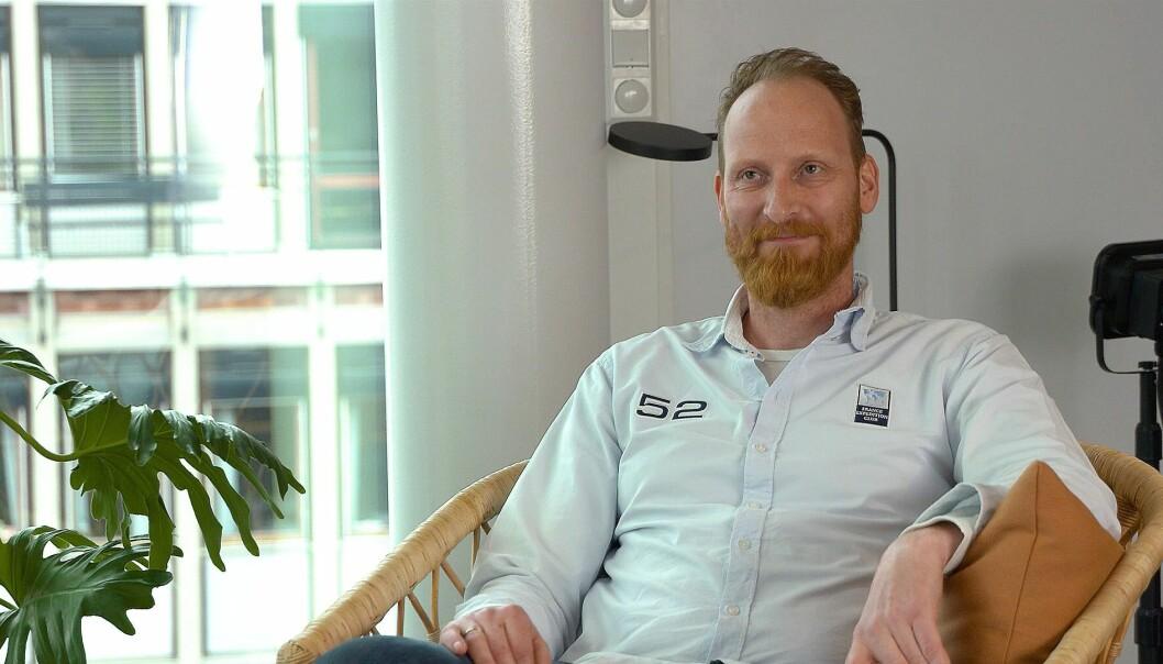Tommy Johansen i Veidekke tok imot prisen de vant i kategorien «bærekraftig HR».