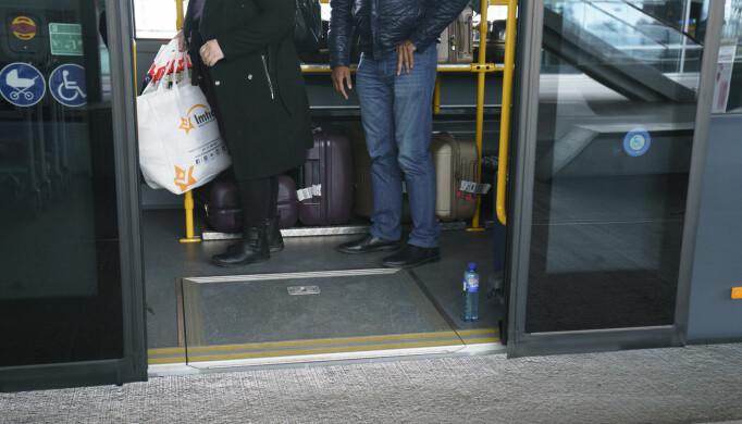 Alle som kommer til Oslo Lufthavn fra utlandet må teste seg. Noen kan reise hjem å holde deg i karantene der, og andre må en tur innom karantenehotell. Foto: Torstein Bøe / NTB