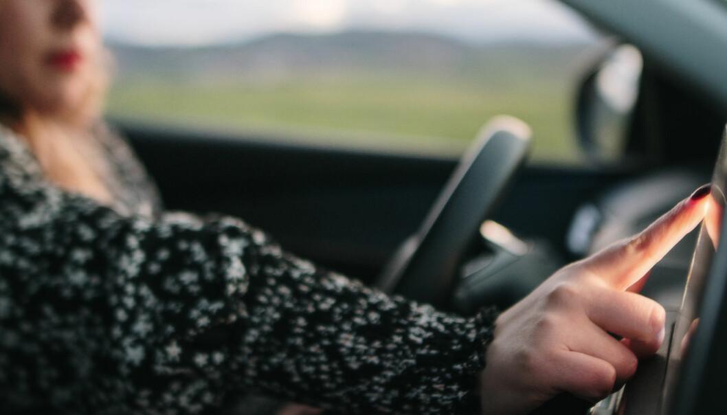 100 000 norske bilister har opplevd trafikkuhell på grunn av touch screen – Ny kampanje viser konsekvensene