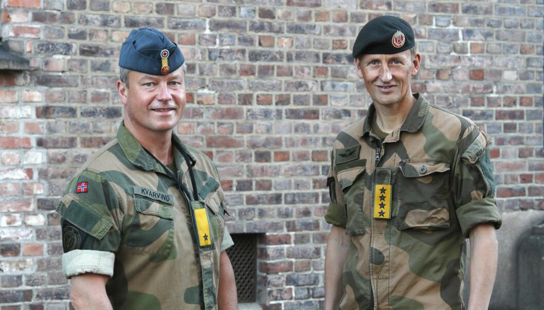 Brigader Eystein Kvarving (t.v.) mener flere forsvarsansatte bør dele sine meninger. Her er han sammen med forsvarssjef Eirik Kristoffersen.