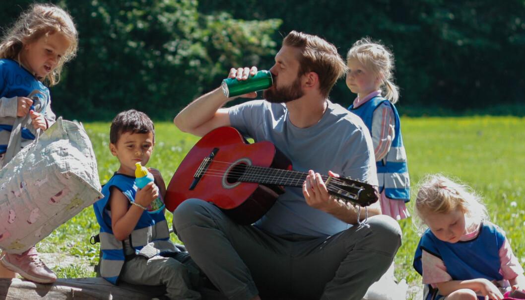 Er det greit å drikke foran barn? Ny kampanje håper på debatt