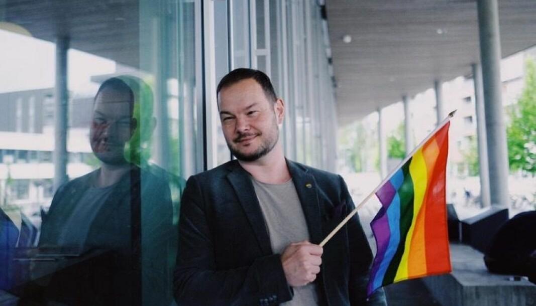 Jon Martin Larsen er høyskolelektor på Høyskolen i Kristiania og ansatt på institutt for kommunikasjon. Der underviser han i journalistikk, kommunikasjon og samfunnsfag noe han skal fortsette med.