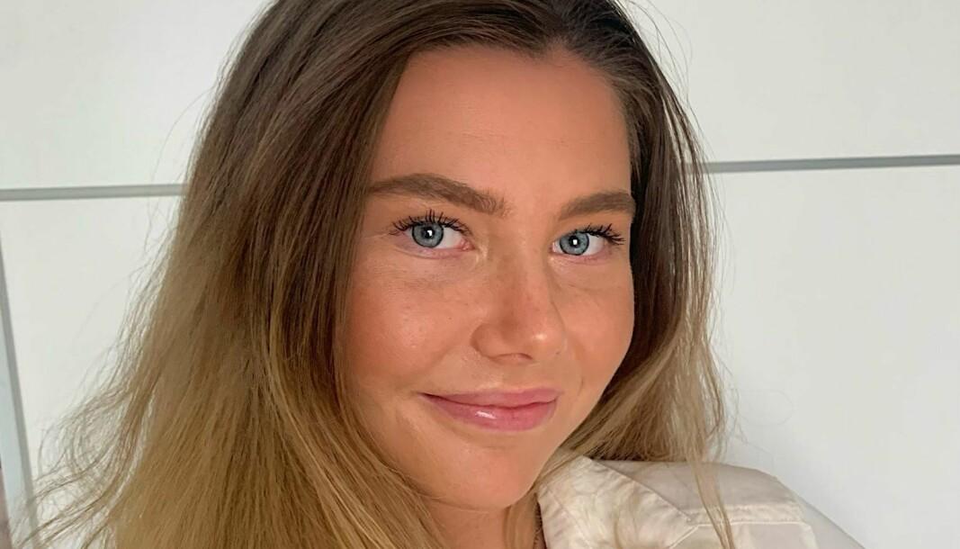 Vilde-Marie Sivertsen la ut en video på TikTok av en drosjesjåfør som seksuelt trakasserte henne. Den videoen har nå fått enorm oppmerksomhet. Sivertsen selv sier hun tenkte seg om lenge før hun la den ut på nettet.