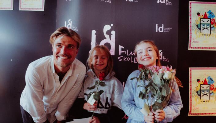 LD Studio arrangerer skandinavias første filmskole for barn som en fast fritidsordning i Ålesund. Her ser du Georg Deocariza sammen med deltagere på Filmskolen.