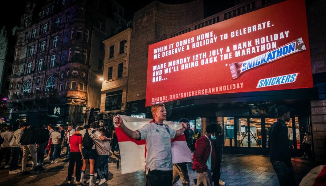 Snickers har vært lure og kastet seg på EM-hypen i England.