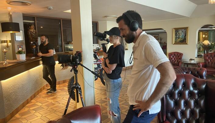 Hans Kristian Lahus regisserer sine kolleger Manuel Madsen og Maria Sørlie.