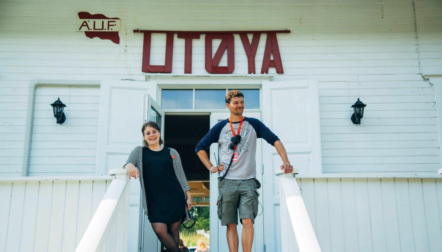 Ragnhild Kaski og samboeren Knut Gravråk tilbake på Utøya i 2015.