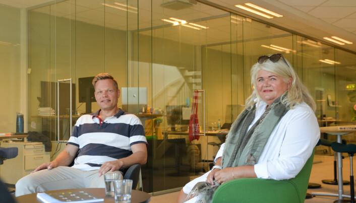 (F.v) senior kommunikasjonsrådgiver Peder Tellefsdal sammen med daglig leder for Innoventi, Sidsel Pettersen. Bildet er fra Innoventi-kontoret i Arendal sentrum.