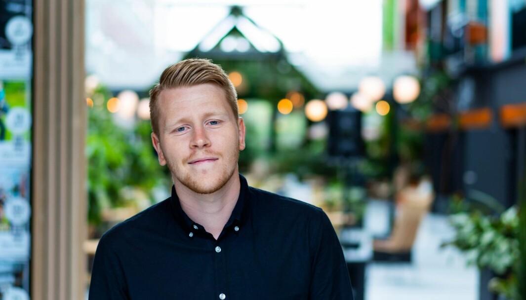 – Fordelen er at du kan skrive poster som nærmest blir som blogginnlegg, sier Fredrik Fornes om den nye maksgrensen på LinkedIn.