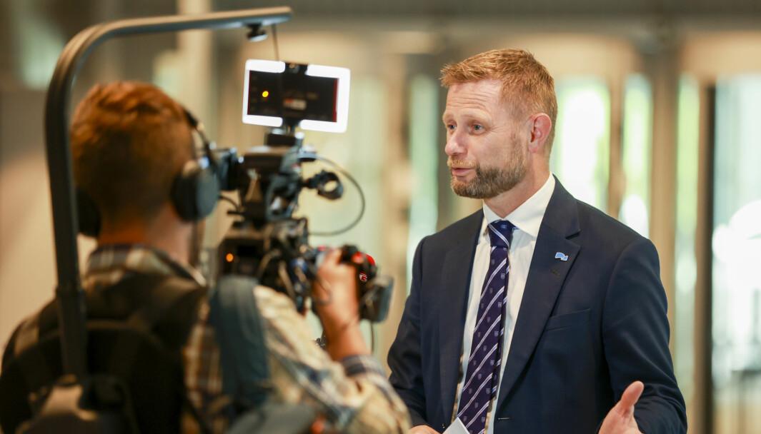 Nåværende helse- og omsorgsminister Bent Høie under en pressekonferansen om koronasituasjonen i sommer. I tiden fremover, ettersom Norge skal få ny regjering, skal også ny helseminister på plass.