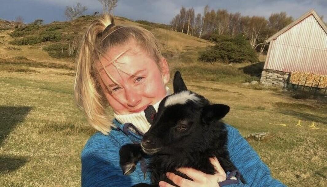 Hanna Dåvøy Rørtveit har ein bachelor i journalistikk frå Volda, og går no siste året på master i strategisk kommunikasjon ved Høyskolen Kristiania.
