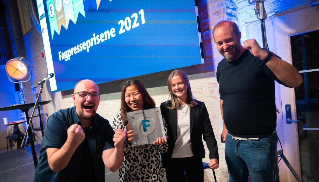 KOM24 vant Fagpressens markedspris 2021. Her jubler ansvarlig redaktør Erik Waatland, journalistene Anette Johansen-Desjardin og Ingvild Fylling og nyhetsredaktør Yngve Garen Svardal.