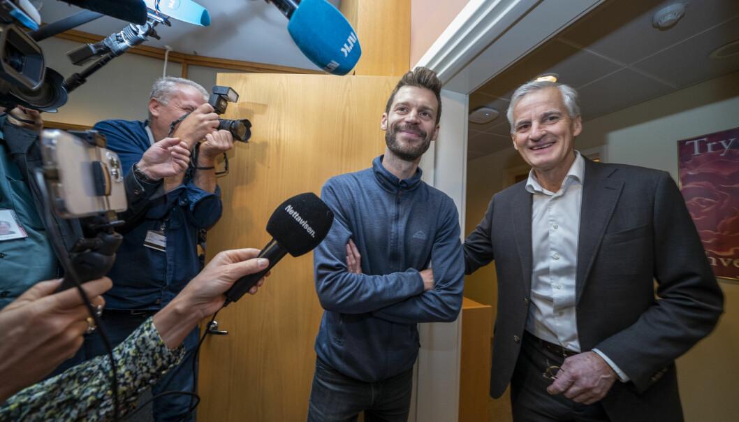 Arbeiderpartiet brukte mest penger på sosiale medier i årets valgkamp, mens Rødt brukte minst. Her møtes Rødt-leder Bjørnar Moxnes og AP-leder Jonas Gahr Støre på Stortinget.Foto: Heiko Junge / NTB