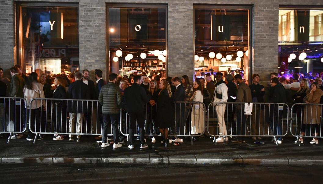 Oslo 20210925. K ved utestedet Youngs. Gjenpningen av Norge. 25. september 2021 kl 16.00 letter regjeringen p det nationale regelverket innfrt i anledning koronapandemien. Bilder fra den frste fest-kvelden i hovedstaden.Foto: Naina Heln Jma / NTB