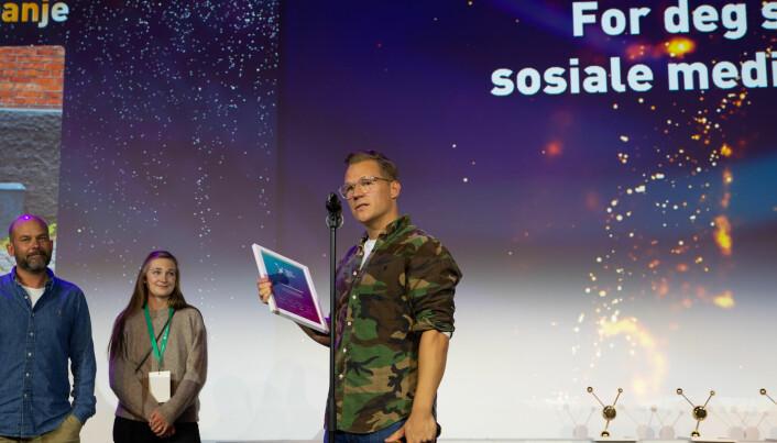 JCP Prad mottok pris i årets organiske kampanje. Her tar byråsjef Lars Eia Kirkholm i mot prisen.