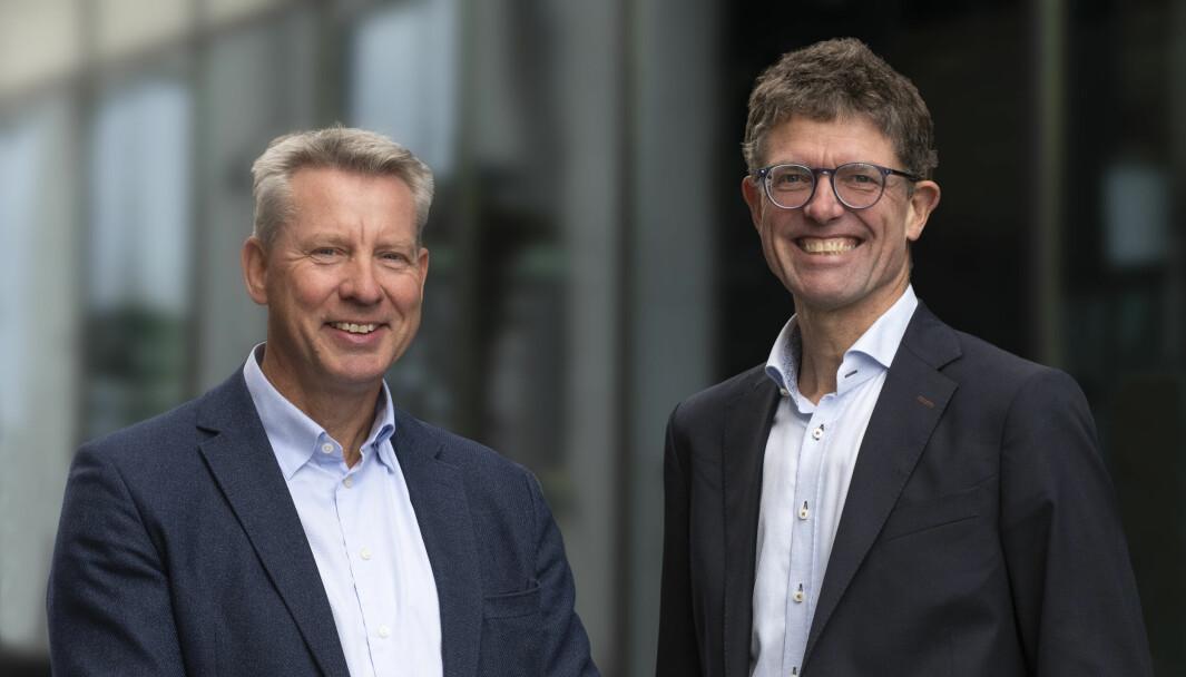 Egil Thompson begynner 1.november i ny jobb i Leidar. Her sammen med Leidar-sjef Per Bjørkum (t.h).